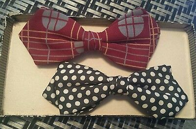 Vintage lot of 2 Mens Ormond Bow ties, clip on