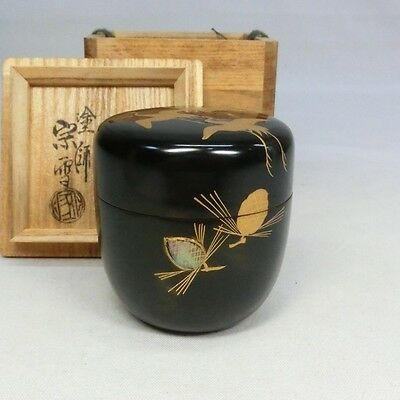 F585: Japanese lacquer ware tea container NATSUME with crane and pine MAKIE.