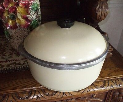 Vintage Club Aluminum Cooking Pot Pan Large Yellow 4 Quart Dutch Oven w Trivet