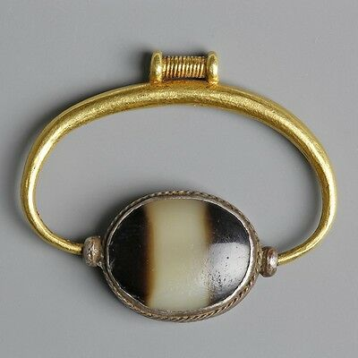 Phoenician Gold Swivel Pendant With Agate