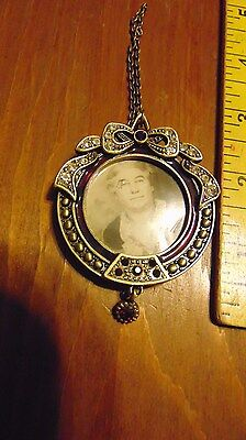 Lenox metal picture frame Necklace stones clear / red
