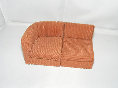 Altes sofa 70er jahre design bodo hennig puppenstube for 70 er jahre couch