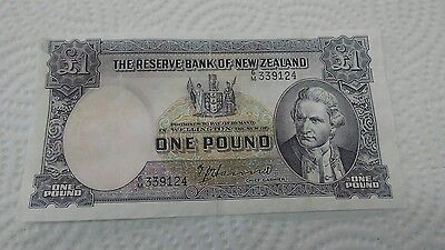 1944-55  NEW ZEALAND ONE POUND   BANK NOTE..P159a......RAREST.XF