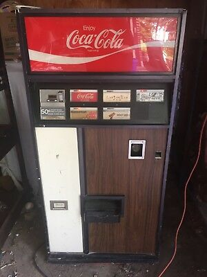 1970's Coca Cola Vending Machine Dixie-Narco With Manual