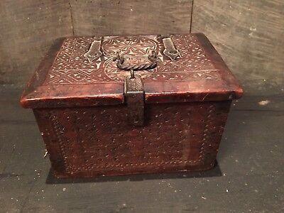 Rare Chipped Carved 17 Th Century Oak Carved Small Box