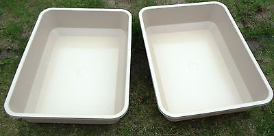 2x EXTRA LARGE CAT LITTER TRAY 13cm Deep Sides 55x42cm & FREE Cat Toys