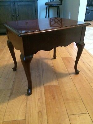 THOMASVILLE FURNITURE -- Collectors Cherry End Table -- 10131-210