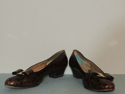 Salvatore Ferragamo Brown Alligator Low  Pumps sz 8 1/2 B