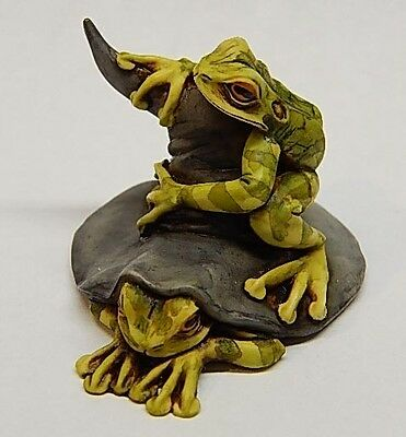 Fragile world Harmony Kingdom Artist Neil Eyre Halloween Frog on Witch Hat LE 50