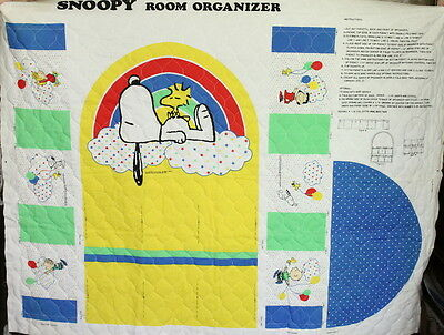 VTG Peanuts Snoopy Cartoon Theme Baby Nursery Quilted Fabric Room Organizer