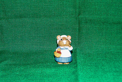 HALLMARK Merry Miniature 1995 PILGRIM Girl Mouse with Cranberries THANKSGIVING