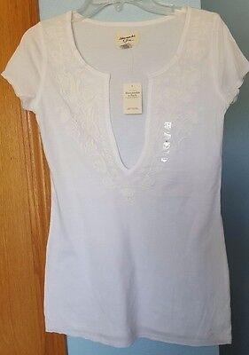 NWT Women's Abercrombie & Fitch White Short Sleeve Deep V-Neck Tee Size Medium