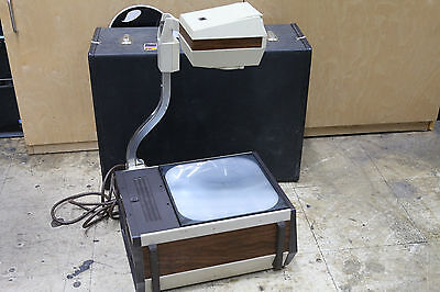 3M OVERHEAD PROJECTOR MODELl 213 MADE IN USA w/ CASE