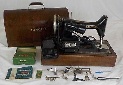 Antique 1926 Singer Model 99 Sewing Machine (Works) w/ Manual & Accessories Box