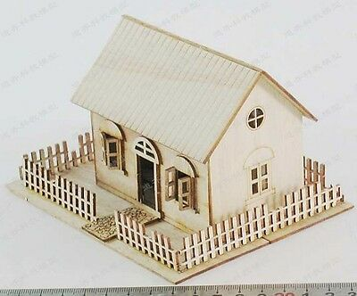 1/72 1/76 Wooden European house diaroma with fence unassembled