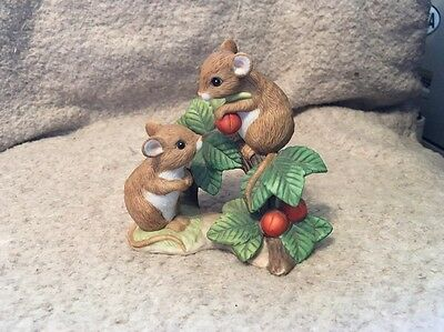 "Adorable Home Interiors ""Tiny Tales"" 1443 Figurine Two Mice Sharing Berries"