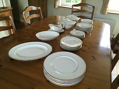 ROYAL DOULTON 'HEATHER' ROMANCE COLLECTION DINNER SERVICE (46 pieces)