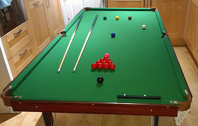 Folding Snooker Table in Excellent Condition plus Full Set of Balls & 2 Cues