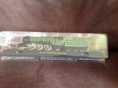 Model train collection 1936 LNER No 4771 Green Arrow on railway display stand
