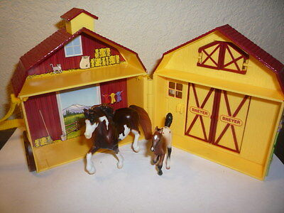 Nice BREYER FOLDING CARRY ALONG BARN w/ 2 HORSES 1999