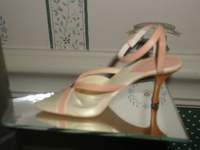 2002 -Just The Right Shoe -  Gift Set Collection- Mothers Are Forever-Figure/box