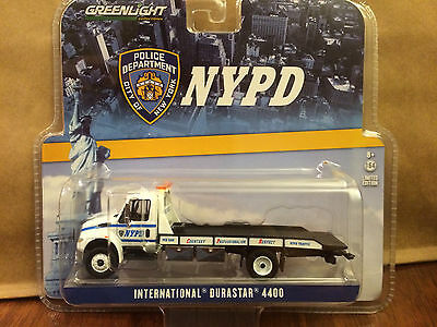 Greenlight  2013 International 4400 Durastar Flatbed Rollback Truck  NYPD