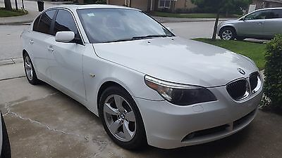 2007 BMW 5-Series 525i 2007 BMW White 525i in Mint Condition with Premium Pkg