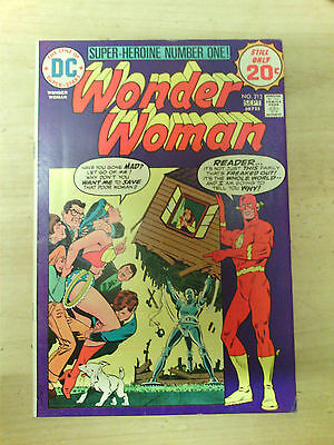 WONDER WOMAN No 213 20 CENTS COVER PRICE.  1974  20 CENTS COVER PRICE. FN.