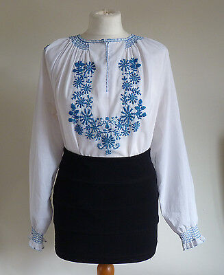 Vintage 1970s-1940s Hungarian Beautiful Hand Embroided Detail Folk Top/Blouse 14
