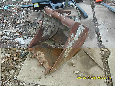 """23"""" Q/H Digging bucket with teeth Pin 75mm D/W 195mm"""