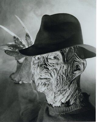 ROBERT ENGLUND unsigned 8x10 photo        AWESOME POSE AS FREDDY KRUEGER