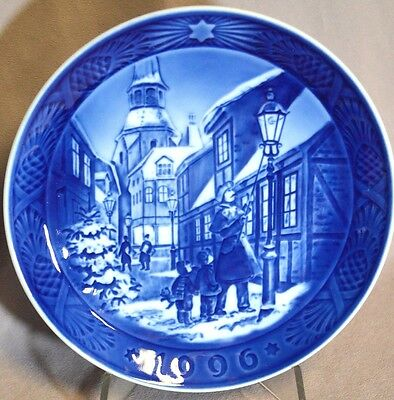 ROYAL COPENHAGEN 1996 Christmas Plate - Lighting the Street Lamps - Mint in Box!