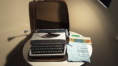 Vintage Imperial Messenger Portable Typewriter With Case Spares Or Repair