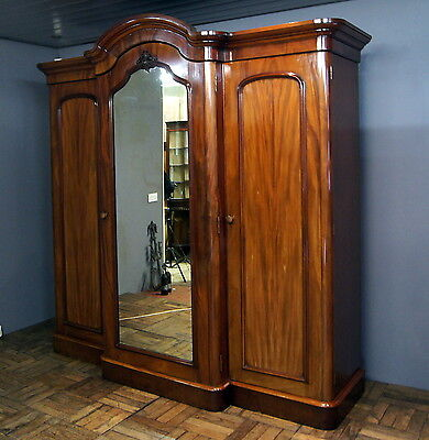 A good quality antique mahogany breakfront triple robe