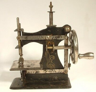 ANTIQUE SEWING MACHINE small childs French c1910 FRANCE S.M.J. metal