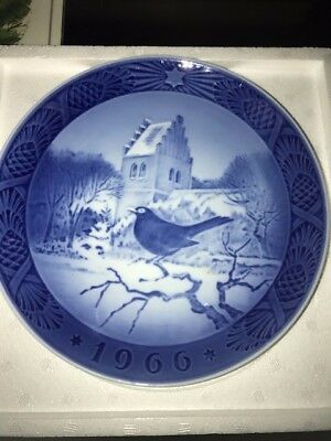 Royal Copenhagen Porcelain Cobalt CHRISTMAS PLATE 1966 Blackbird Christmas Time