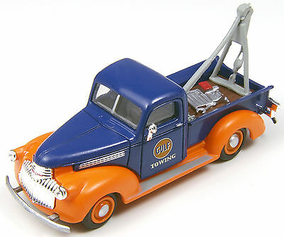 Classic Metal Works #30403 1941 Chevrolet Tow Truck - Gulf Oil