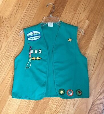 VINTAGE 1980s GIRL SCOUTS USA VEST PIONEER VALLEY MA 2 PINS & 11 BADGES 663 Sz L