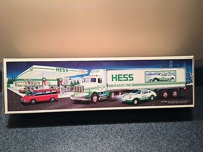 New Never Used 1992 Hess Truck 18 Wheeler And Racer Mib