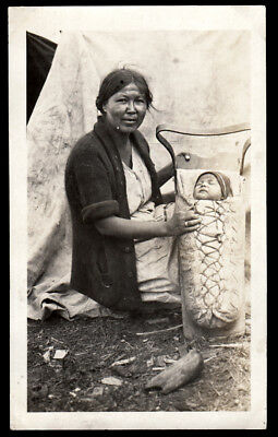 AMAZING PAPOOSE BABY & STOIC NATIVE AMERICAN INDIAN WOMAN ~ 1930s VINTAGE PHOTO