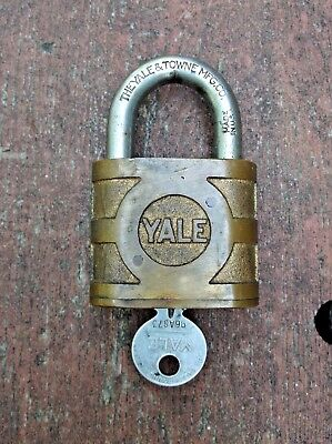 Excellent Yale & Towne Brass Padlock C/w Org Key Working Made In Usa Heavy Duty