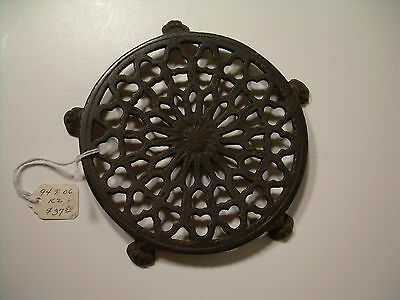Antique Trivet Round - Lantz -  w/ Claw Feet
