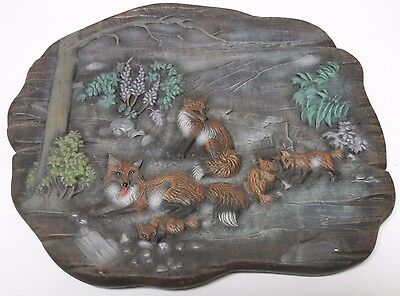 """10"""" Vintage 1980 FAMILY OF FOXES FOX WILDLIFE HAND PAINTED CERAMIC WALL HANGING"""