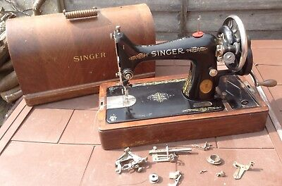 Vintage   Singer   Manual  Sewing  Machine. Y4436391 (1927 ?) With  Accessories