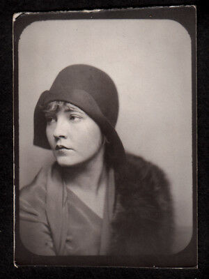 LOVELY SIDEWAYS GAZE GORGEOUS DISTRACTED FLAPPER WOMAN ~ 1920s PHOTOBOOTH PHOTO!
