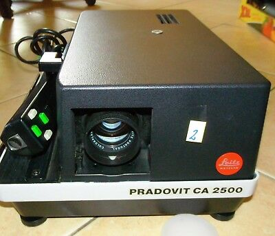 LEITZ PRADOVIT CA 2500; DIAPROJEKTOR; SLICE PROJECTOR; COLORPLAN 1:2.5; 90mm (2)