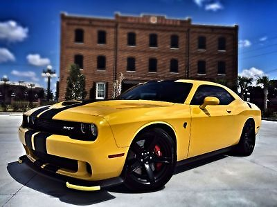 2017 Dodge Challenger HELLCAT SRT 707HP CARBON AUTO RT HELLCAT*707HP*YELLOW JACKET*CARBON STRIPES*RED BELTS*AUTO*CARFAX*WE FINANCE