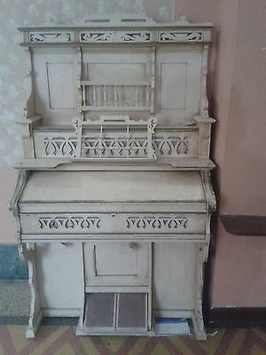 Antique Bridgeport Pump Organ