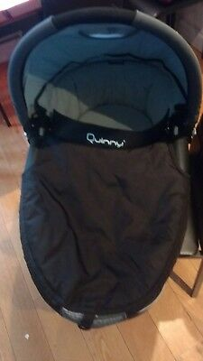 quinny dreamy carrycot in black with accessories