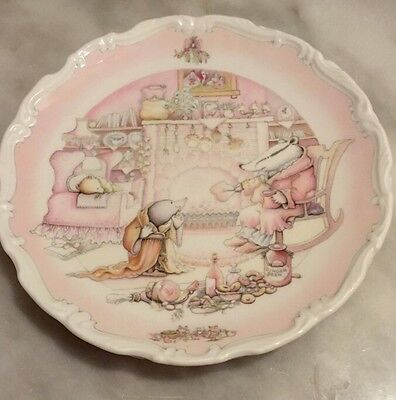 Royal Doulton Wind in the Willows Plates set 3    Excellent Condition 1984